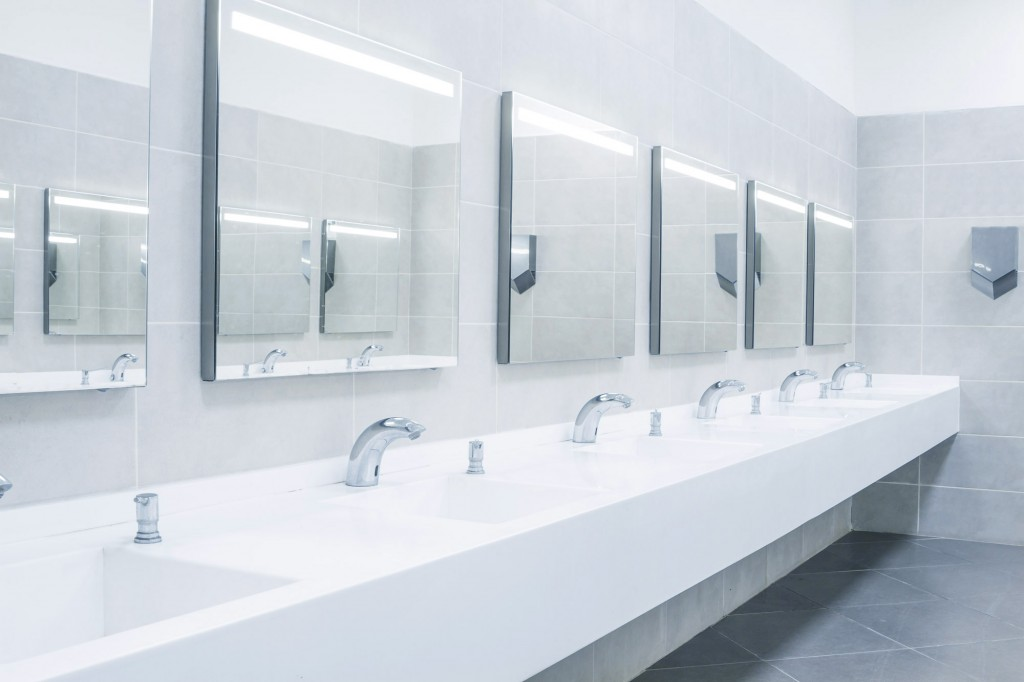 bright and clean commercial bathroom sinks and mirrors